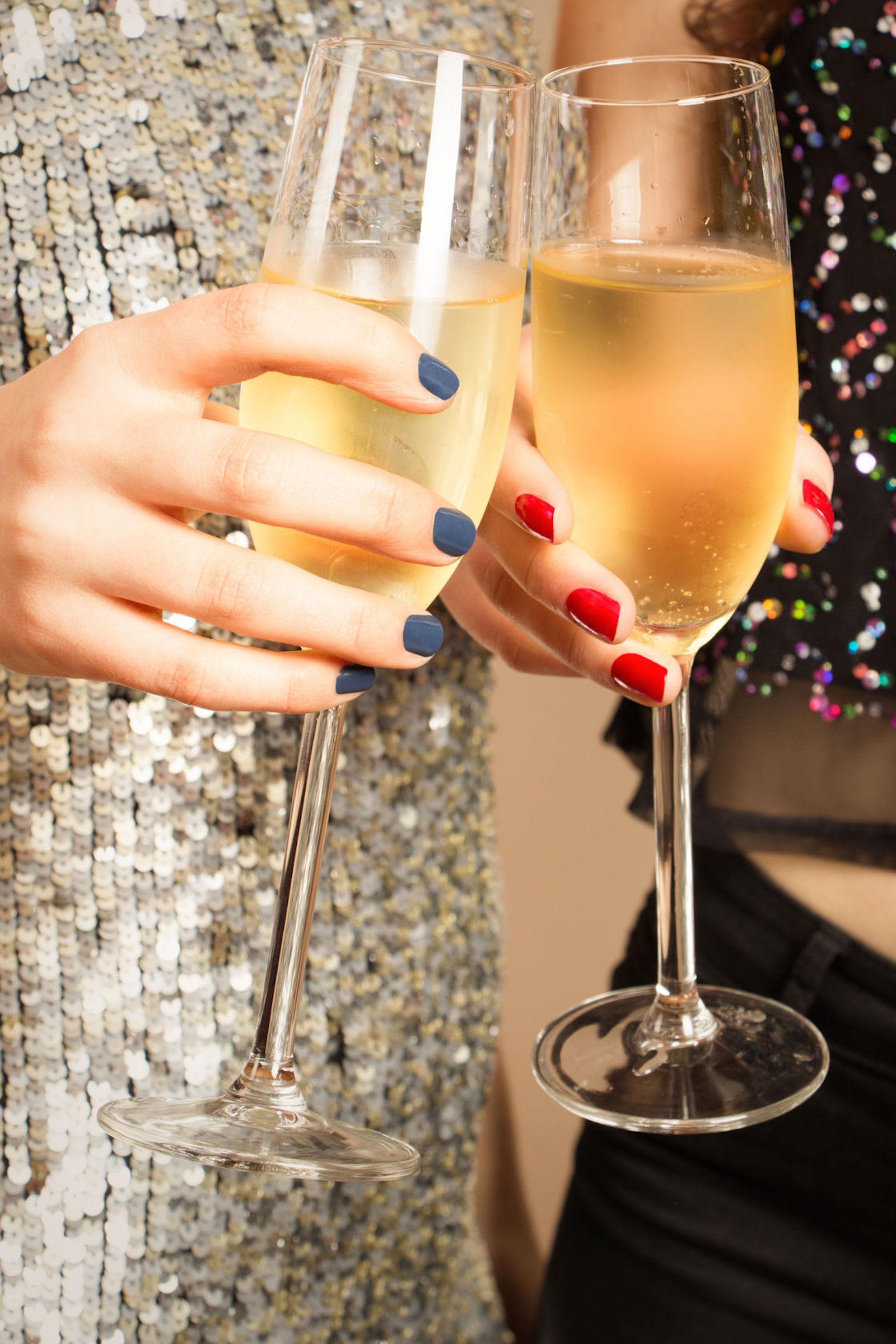 glowology_Champagne_Nails