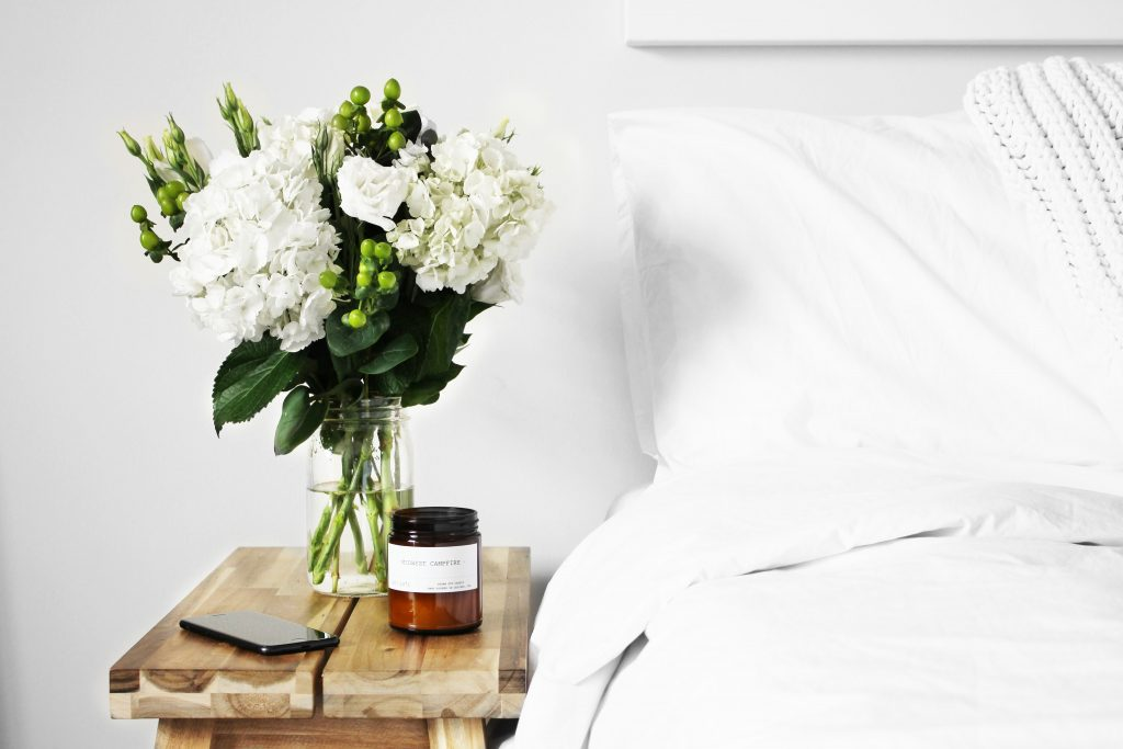 white_sheets_bed